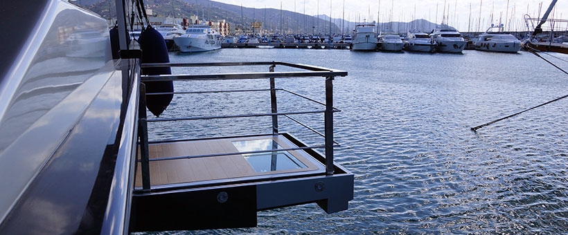 Automatic yacht handrails