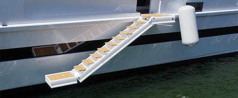 Non-revolving hydraulic boarding ladders