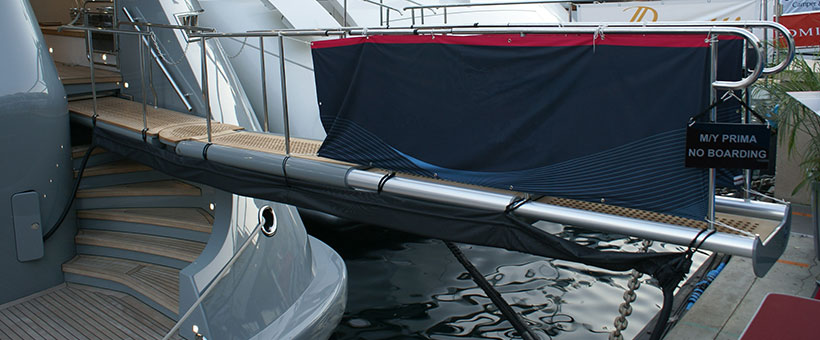 Yachts gangway with three elements