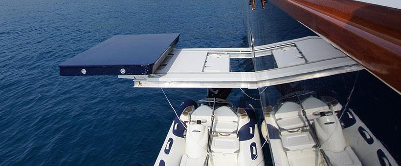 Sliding beam cranes for yacht