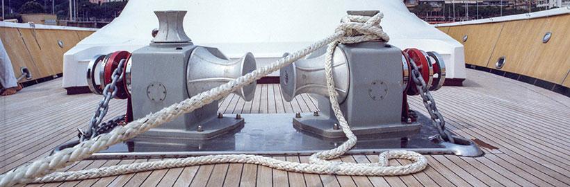 Horizontal yacht winlasses