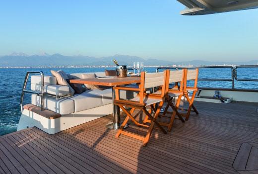 Furnishing and yacht boarding equipments