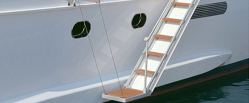 Articulated electric boarding ladders