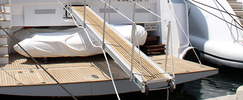 Transom gangways for yacht