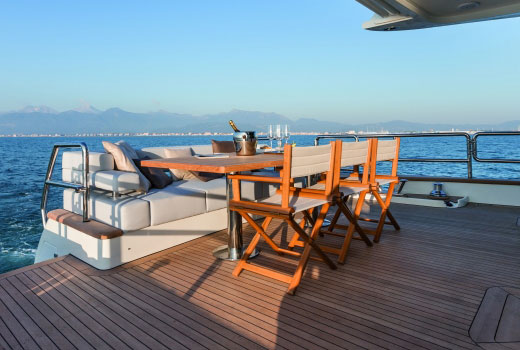 Furnishing and yacht boarding equipments